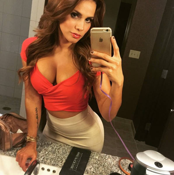 Andrea Rincon Is A Spanish Tv Host That Sizzles With Sex Appeal 25 Pics Picture 20 Izismile Com