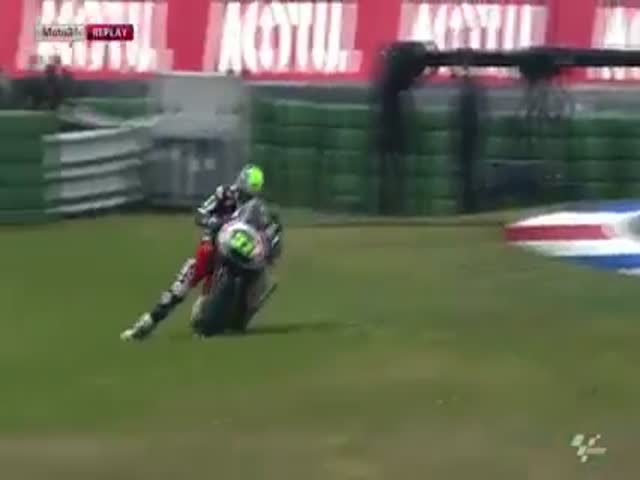 Motorcyclist Loses Control Mid-race and Still Goes for the Finish
