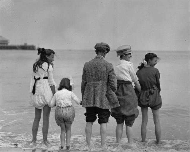 What a Day on the Beach Looked Like 100 Years Ago