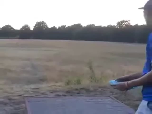 This Guy Makes Frisbee Look Awesome