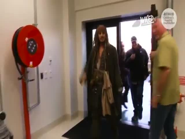 Sick Australian Children Get a Surprise Visit from Jack Sparrow in Hospital