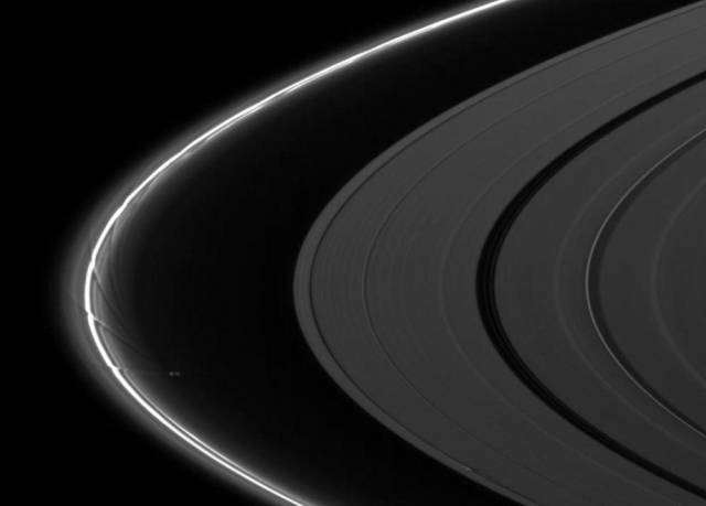Spectacular Pics from NASA's Cassini Spacecraft Show an Amazing View of Space