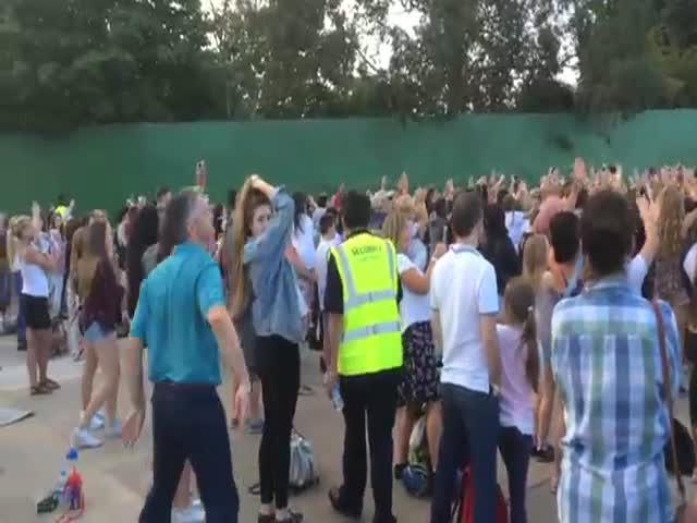 "Dad Rocks Out with His Old-School Dance Moves at ""The Vamps"" Gig in Thorpe Park"
