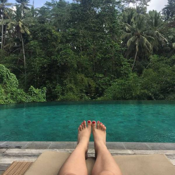 Stranded Bali Tourists Make the Most of Being Stuck in Paradise