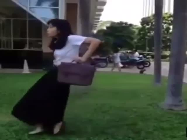 Asian Girl Breaks Out in Her Epic Dance Moves on the Streets