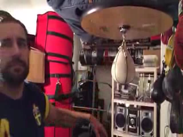 "Ex-Whitesnake Drummer Boxes out ""Limelight"" by Rush on a Speedbag"