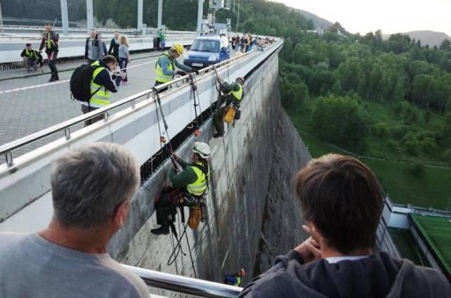 Stunning Dam Wall Art Created with High Powered Pressure Washers