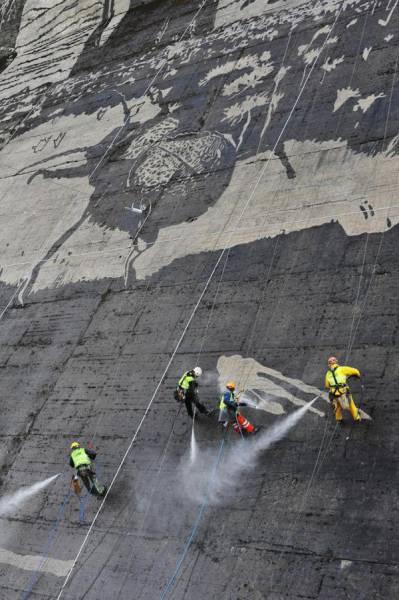 Stunning Dam Wall Art Created with High Powered Pressure Washers