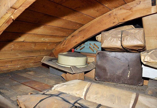Guy Leaves His Home for 70 Years and Finds Something Incredible inside When He Returns
