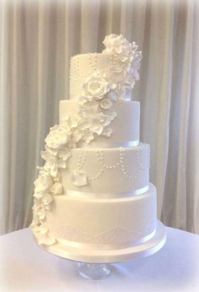 Couple Find a Brilliant Compromise for Their Wedding Cake
