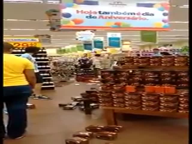 Crazy Girl Trashes the Grocery Store for No Good Reason