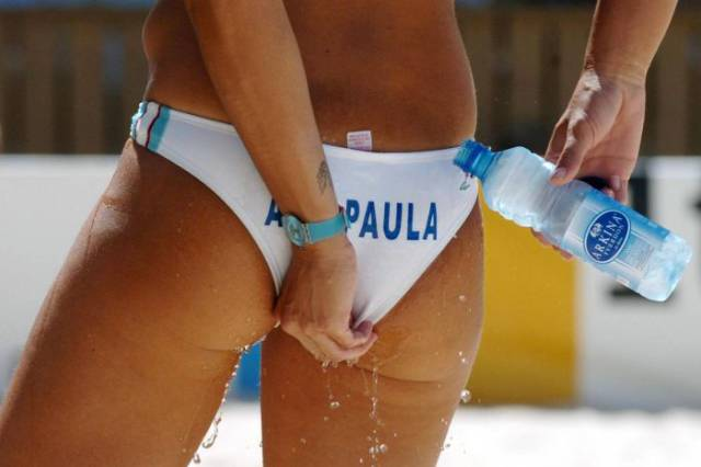 Beach Volleyball Player Finds a Clever Way to Cool Down