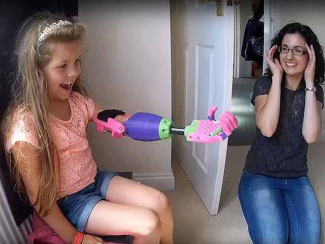 Young Girl Get the Best 3D Printed Gift Ever