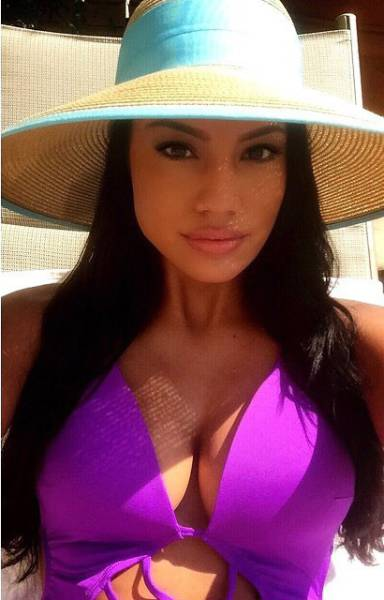 Canadian Beauty Ashley Burnham Wins the Title of Mrs Universe 2015