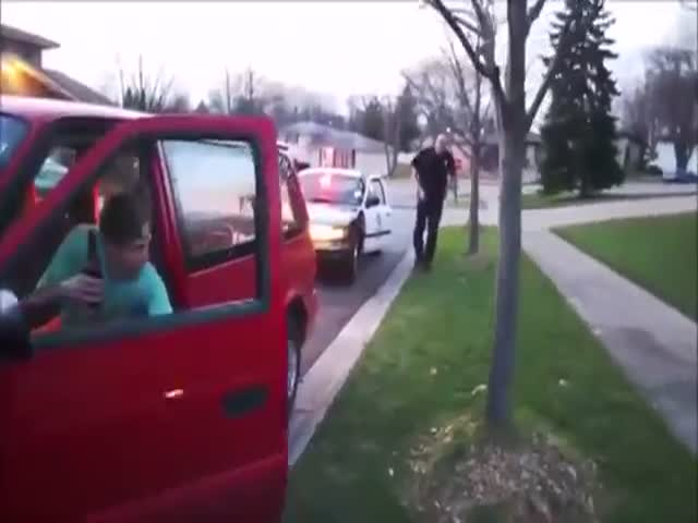 Cops Show This Drunk Guy Who Is Really Boss