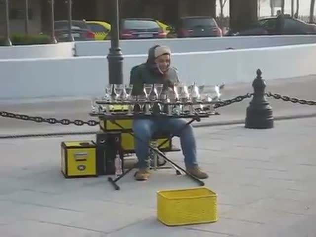 Awesome Street Performance Done With Water Glasses