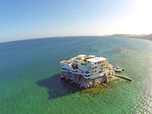This Idyllic Island Villa Is a Scenic Tourist Destination for Divers