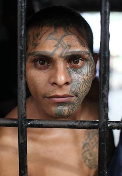 Hard-hitting Portrait Photographs of El Salvador Prisoners