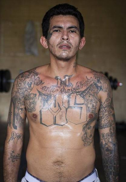 Hard-hitting Portrait Photographs of El Salvador Prisoners