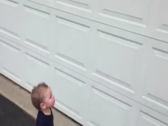 Automatic Garage Door Blows Toddler's Mind