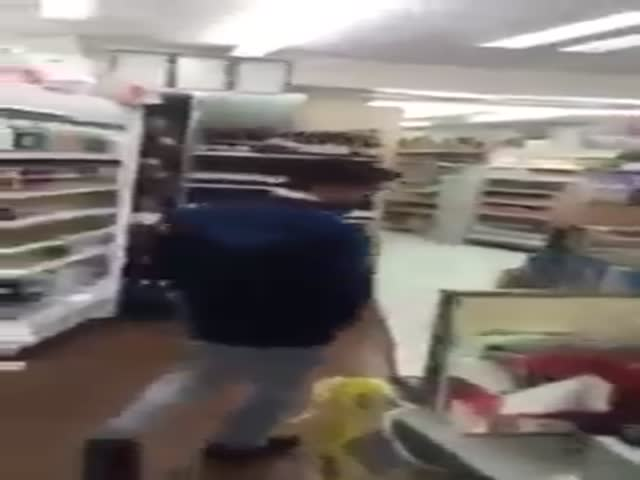 Shopkeeper Hands Out Some Brutal Punishment to Unsuspecting Thief