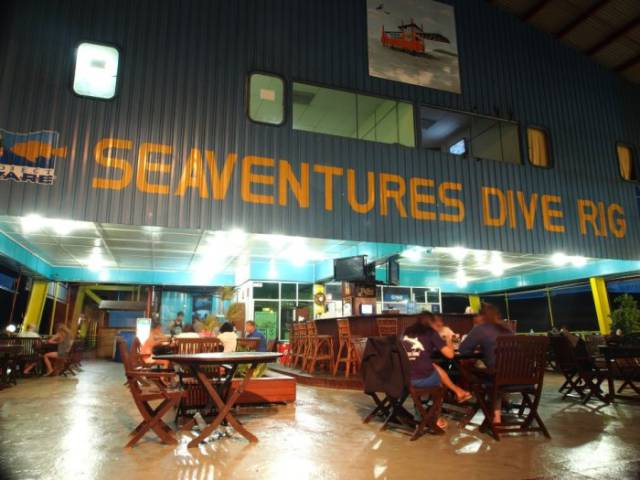 This Oil Rig Hostel Is a Great Getaway for Adventure Seekers