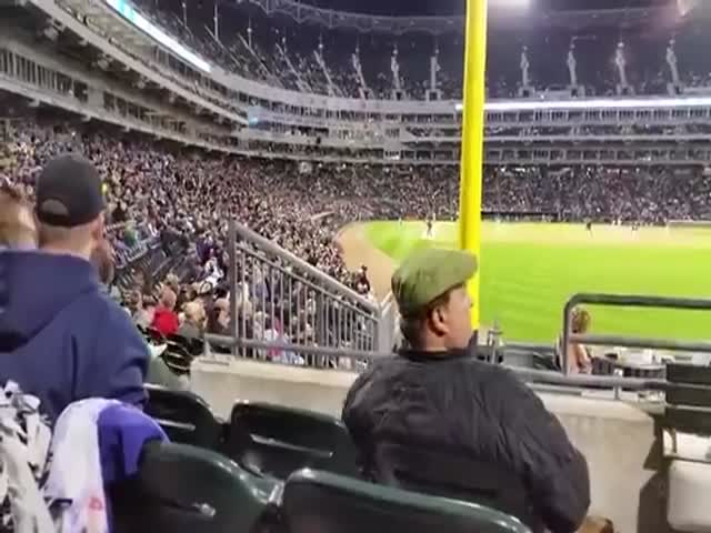 Man at White Sox Game Totally Gets the Whole Point of the Wave