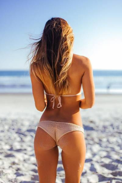Girls Put Their Best Butts Forward