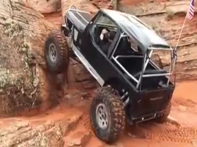 Jeep Wrangler Climbs Almost 90 Degrees Straight Up