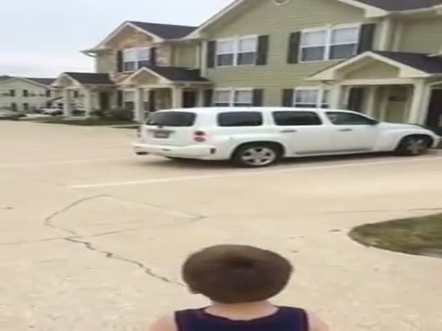 Three Year Old Shows Off His Car Knowledge