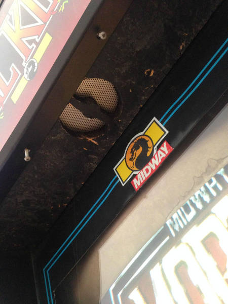 Guy Picks Up a Free Mortal Kombat Cabinet and Gets Some Extra Added Surprises