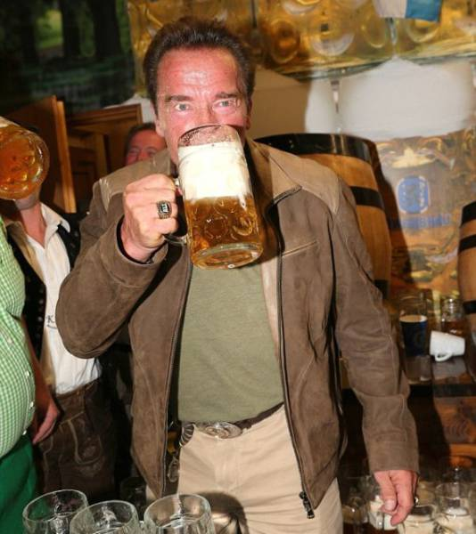 Arnold Schwarzenegger and His Beautiful Girlfriend Have Some Oktoberfest Fun in Germany