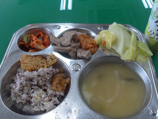 What Schools Are Serving Up in Lunch Rooms Around the World