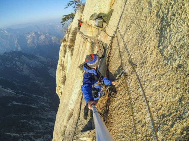 These Extreme Selfies are a Little Insane