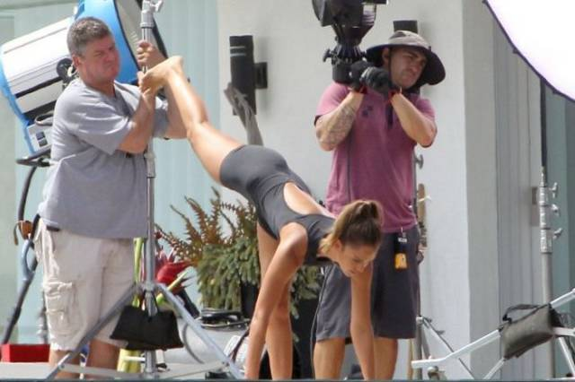 Jessica Alba Looks Strong and Sexy while Stretching