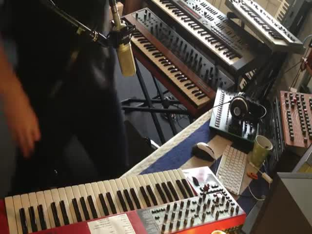 Dude Uses a Talkbox Synthesizer to Belt Out a Perfect Daft Punk Solo