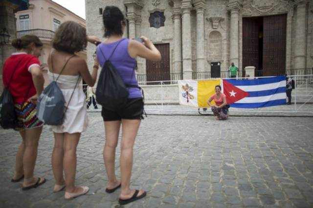 A Few Candid Snaps of Daily Life in Cuba