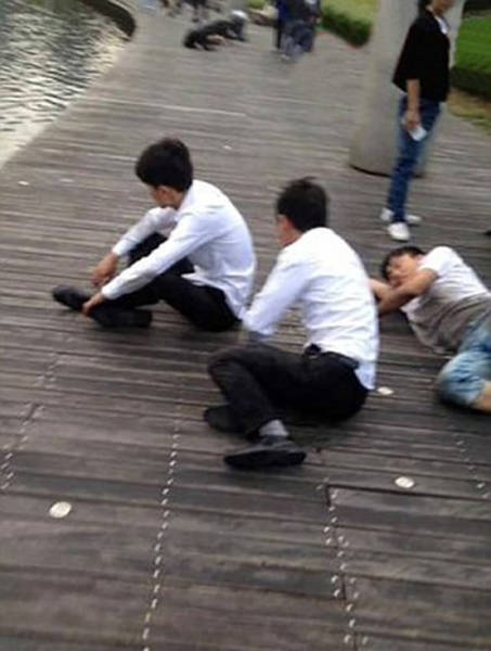 Chinese Sales Staff Endure Humiliating Punishment for Failing to Meet Targets