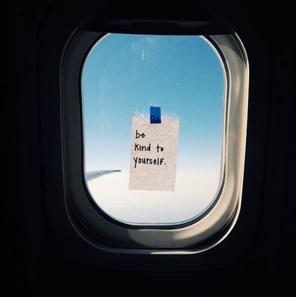 15 This Friendly Flight Attendant Does Something Special For Her Pengers