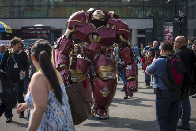 Cosplay Enthusiasts Show Up in Style for Comic Con 2015