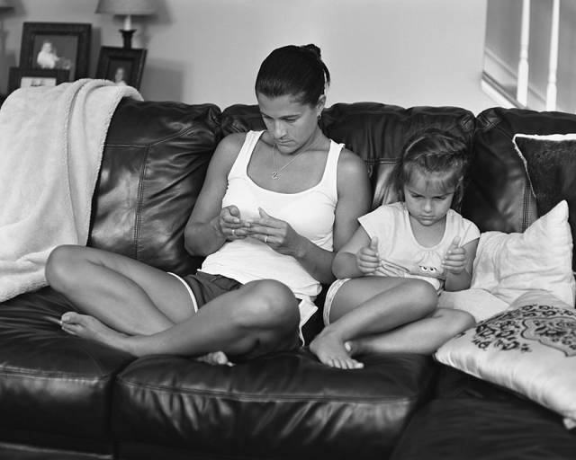 Photographer Comments on Our Phone Addicted Society through Captivating Portraits