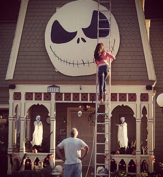 This Girl is Doing Halloween Decorations Totally Right!