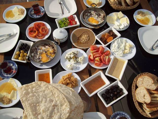 A Brief Snapshot of What the World Is Actually Eating for Breakfast