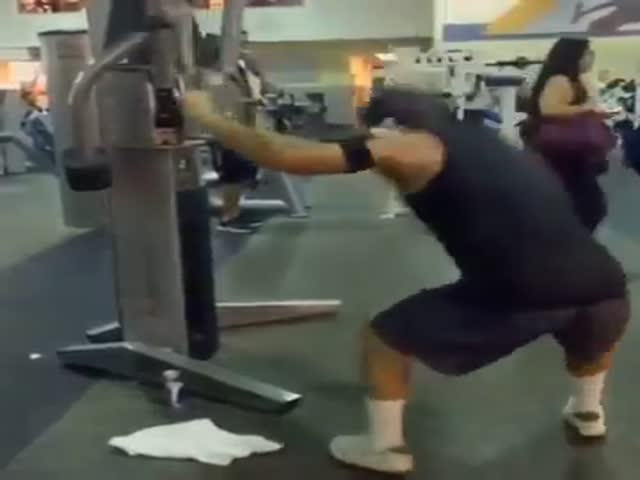 This Energetic Dude Ramps Up His Normal Gym Workout with Some Crazy Moves