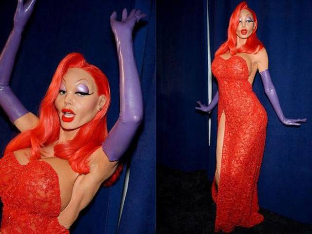 "Heidi Klum's ""Jessica Rabbit"" Halloween Costume Smashes It Out the Park"