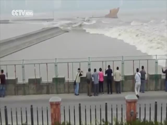 Raging Sea Knocks Nearby Sightseers to the Ground and Sweeps Them Away