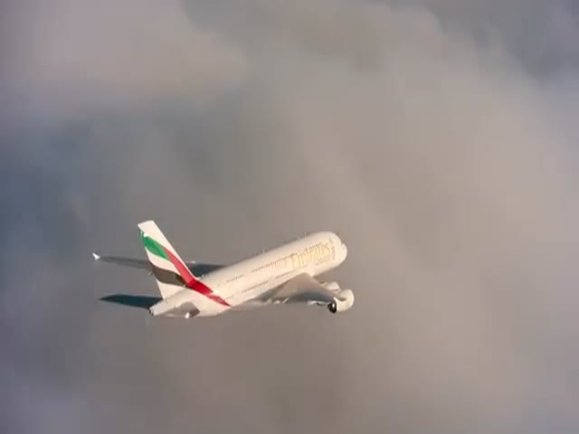 An Awesome Formation Flight between Emirates and Jetman Dubai