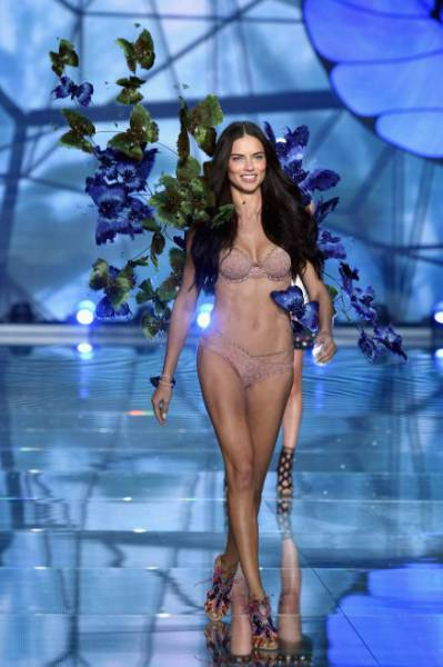 All the Glitz and Glamour of the Victoria's Secret Fashion Show 2015