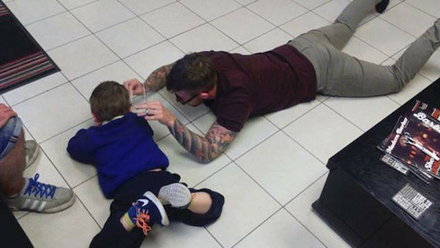 Quick-Thinking Barber Gives an Autistic Boy His First Haircut