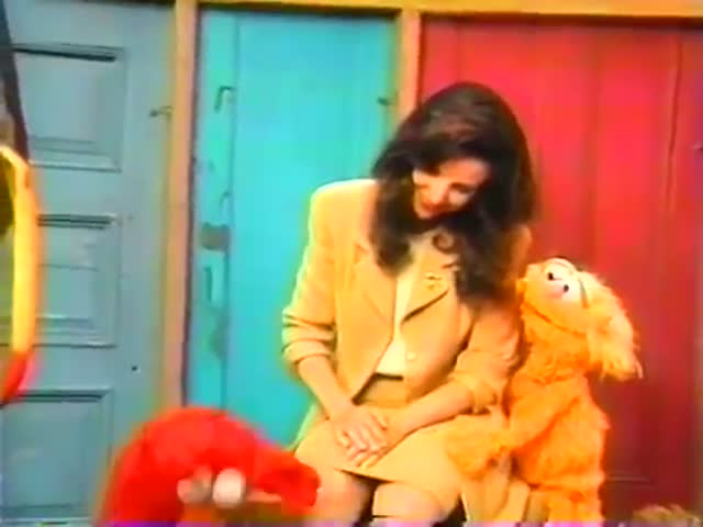 Julia Louis-Dreyfus Loses Her Composure on the Set of Sesame Street